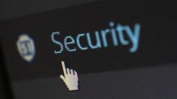 scritta security su desktop con l'icona del mouse pronta a cliccarla